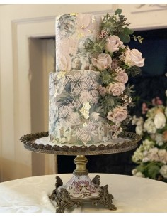 2 Tier Cake with Vintage...
